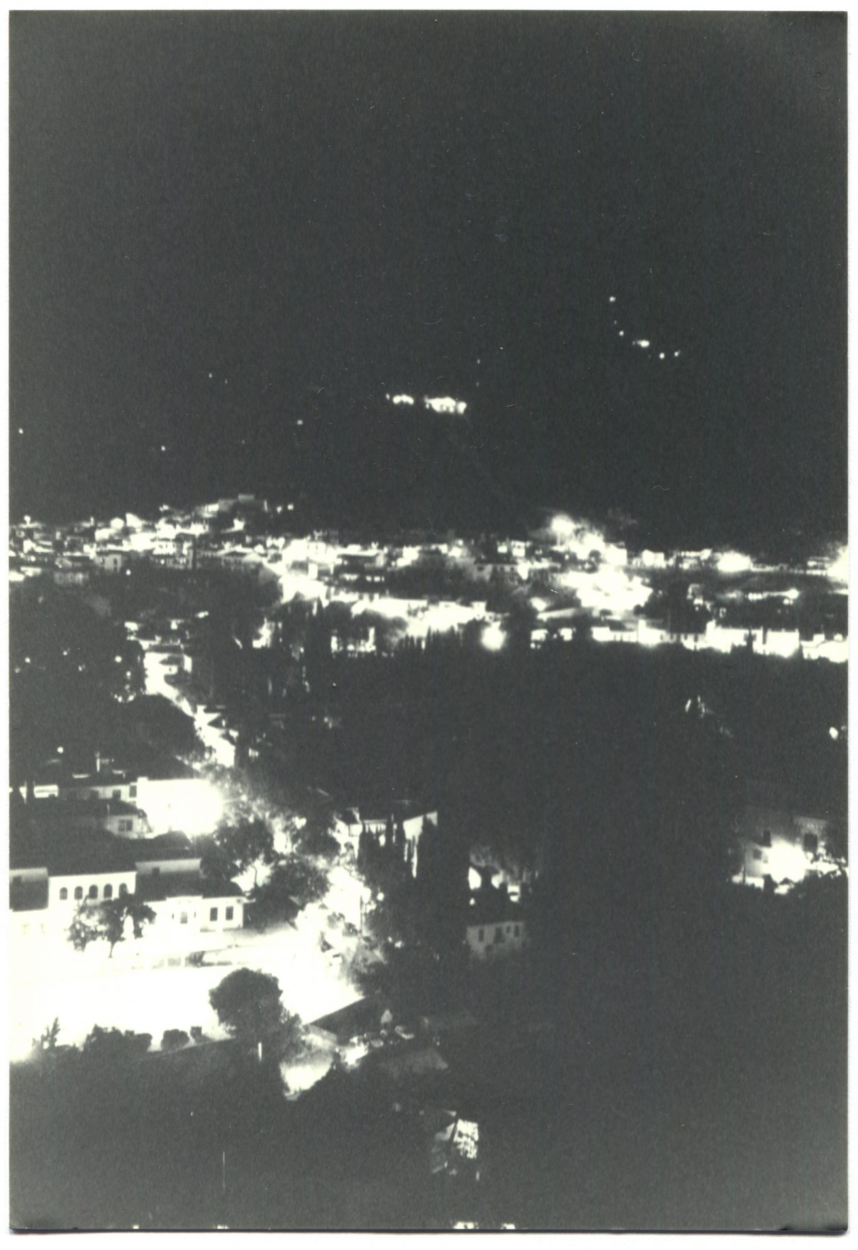 Black and white photo of city at night